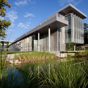 Carbon neutral Florida University building sits on a pond