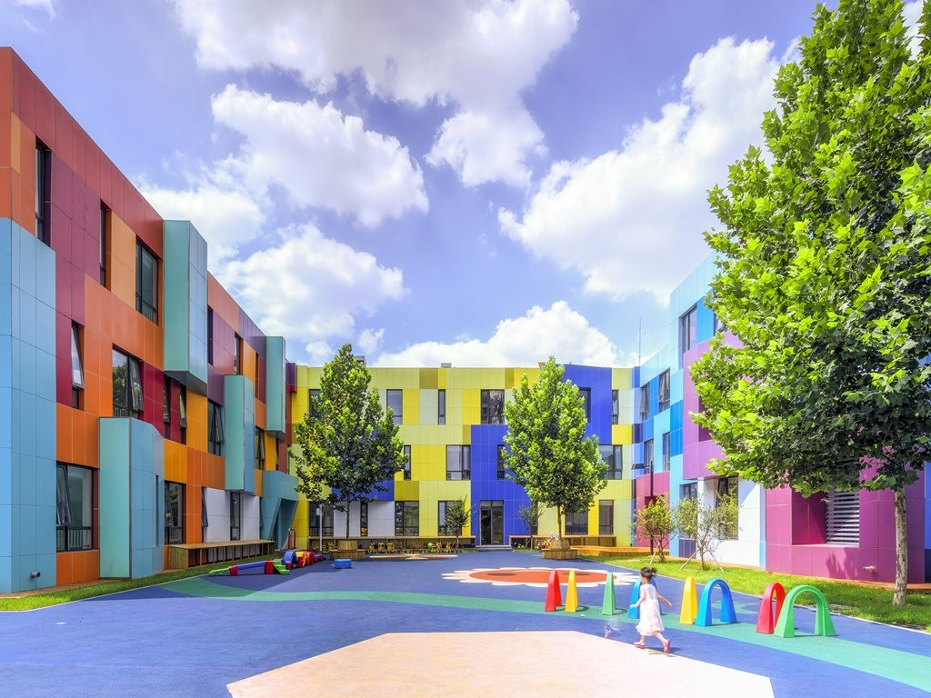 Learning By Colour Paints And Coatings In The Education
