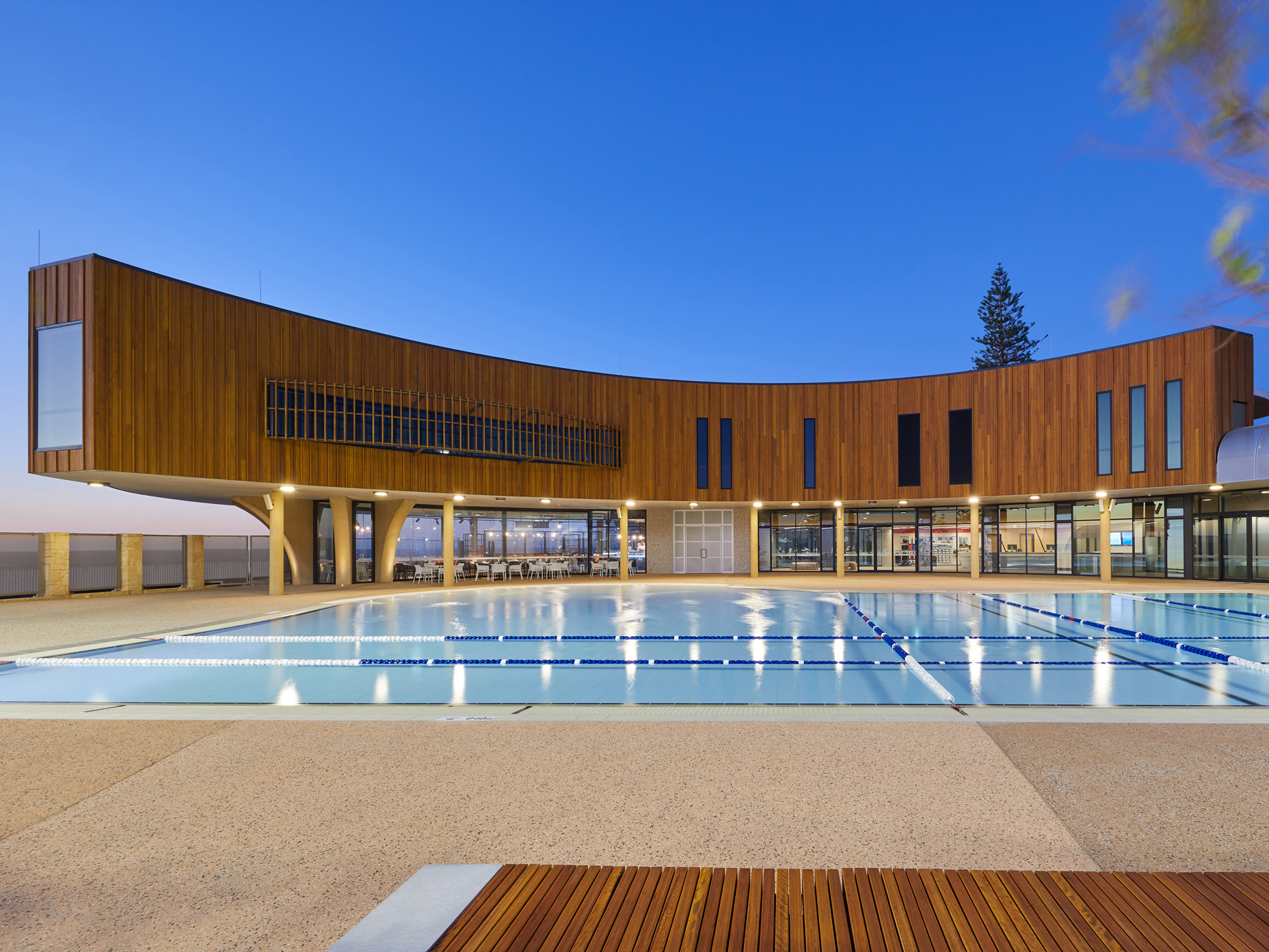 Scarborough Beach Pool: a place immersed in its landscape