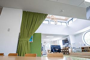 Acoustic curtains can be drawn or retracted easily