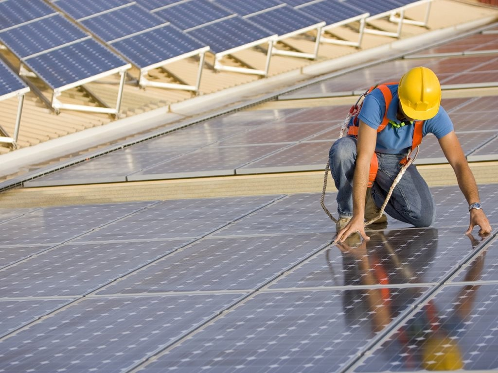 Under new carbon emissions targets, Queensland is set to install 1 million solar rooftops or 3000MW of solar photovoltaics by 2020. Image: Australian Solar Quotes