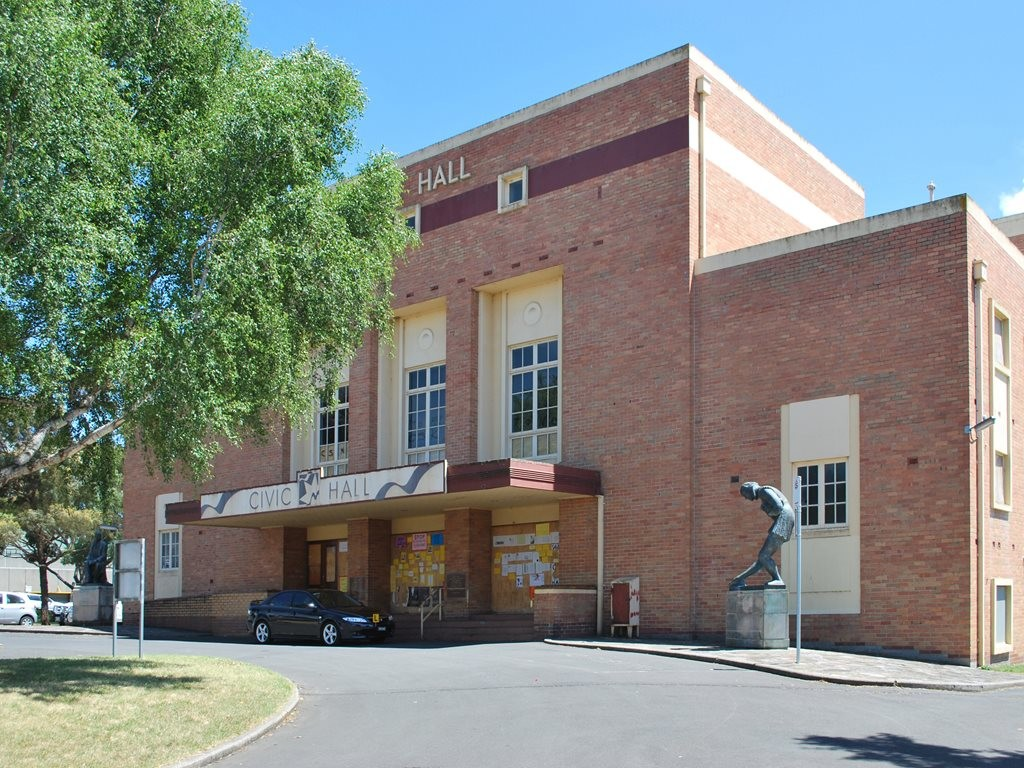 The proposed John Wardle-designed GovHub building in Ballarat will share a block with the existing Civic Hall, which was designed by Cowper, Murphy and Appleford in 1956. Image: Wikimedia Commons