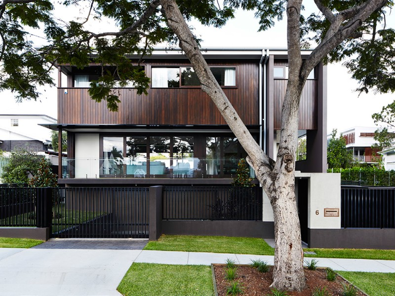 inner city Brisbane home by Plazibat Architects brings the backyard