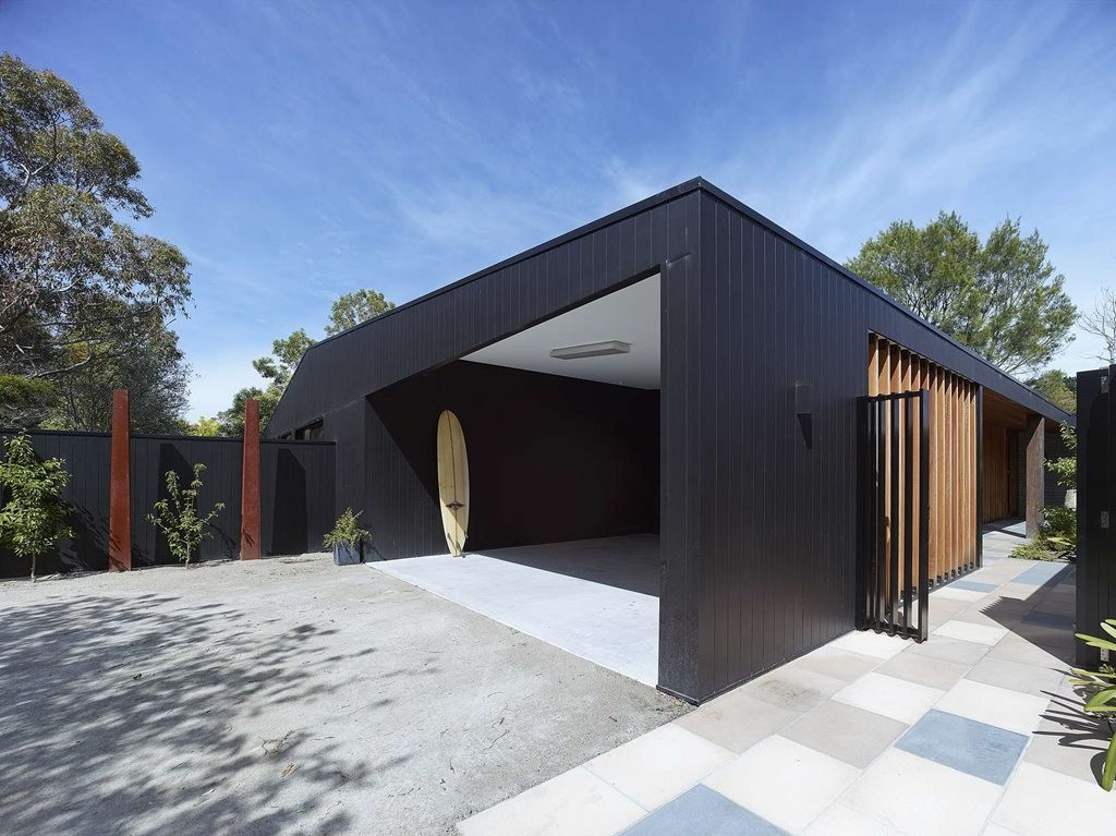 Hover House By Bower Architecture Neatly Combines Thermal