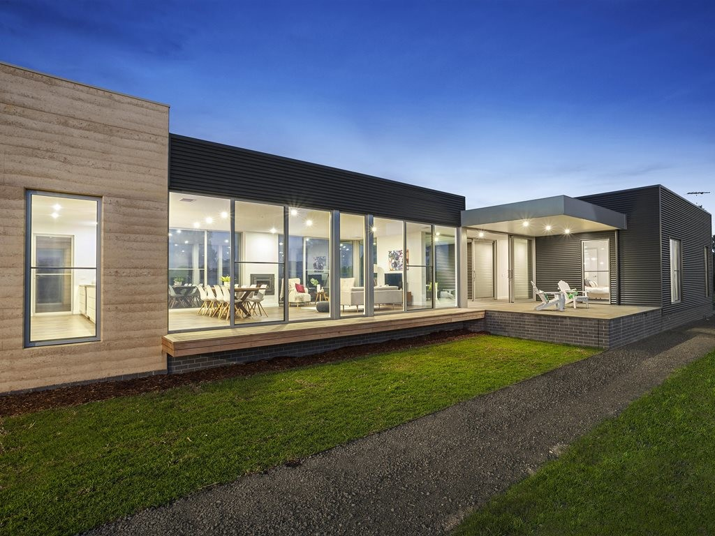 Last year's winner of the BDAV People's Choice Award was luxury home 'The Kangaroo Ground Pavilion', a single-storey dwelling designed by S L Building Designs. Image: www.bdav.com.au
