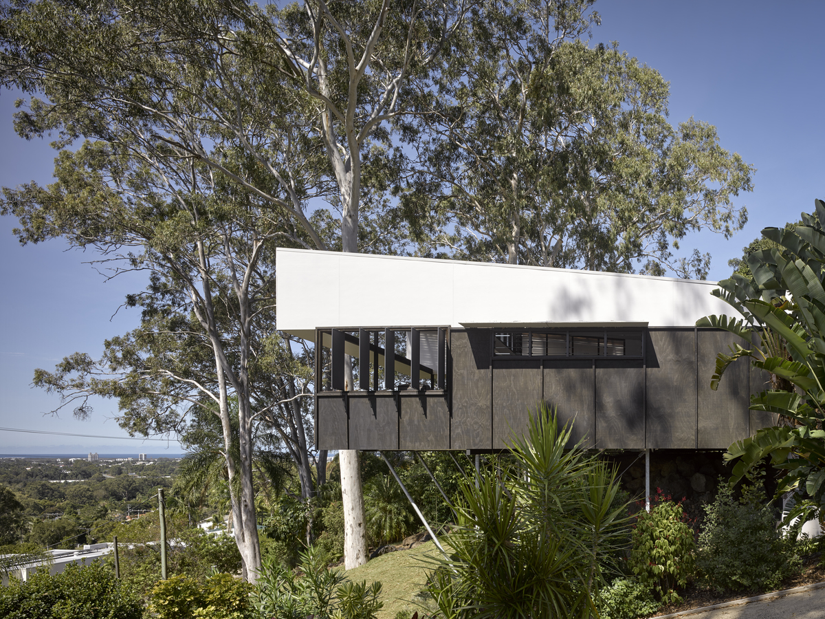 A modular, cantilevered home overlooking the Sunshine Coast