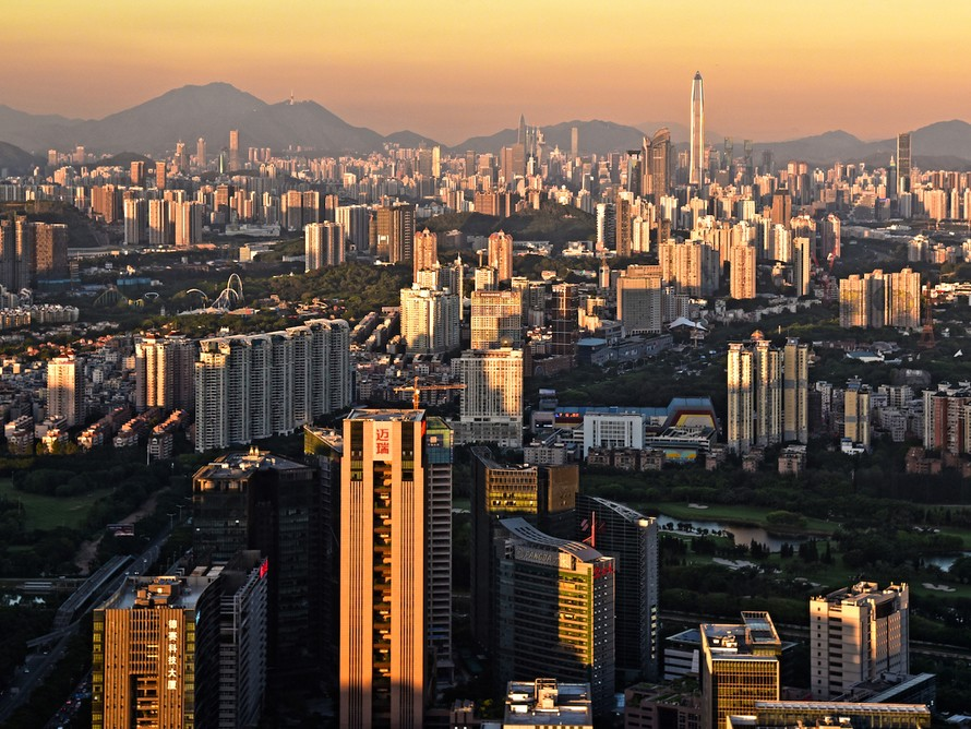 Think of all the resources needed to transform Shenzhen, a fishing town 35 years ago, into a megacity of more than 10 million people. Image: Wikimedia Commons
