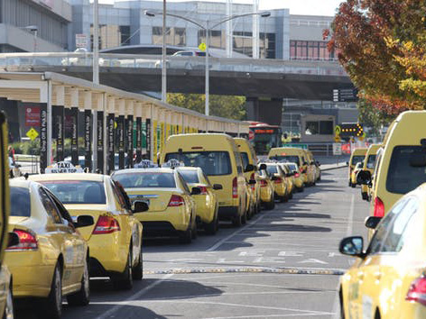 In contrast to most big airports where public transport provides a large proportion of passenger access, 86 percent of access to Melbourne Airport is by car. Image: David Crosling/AAP