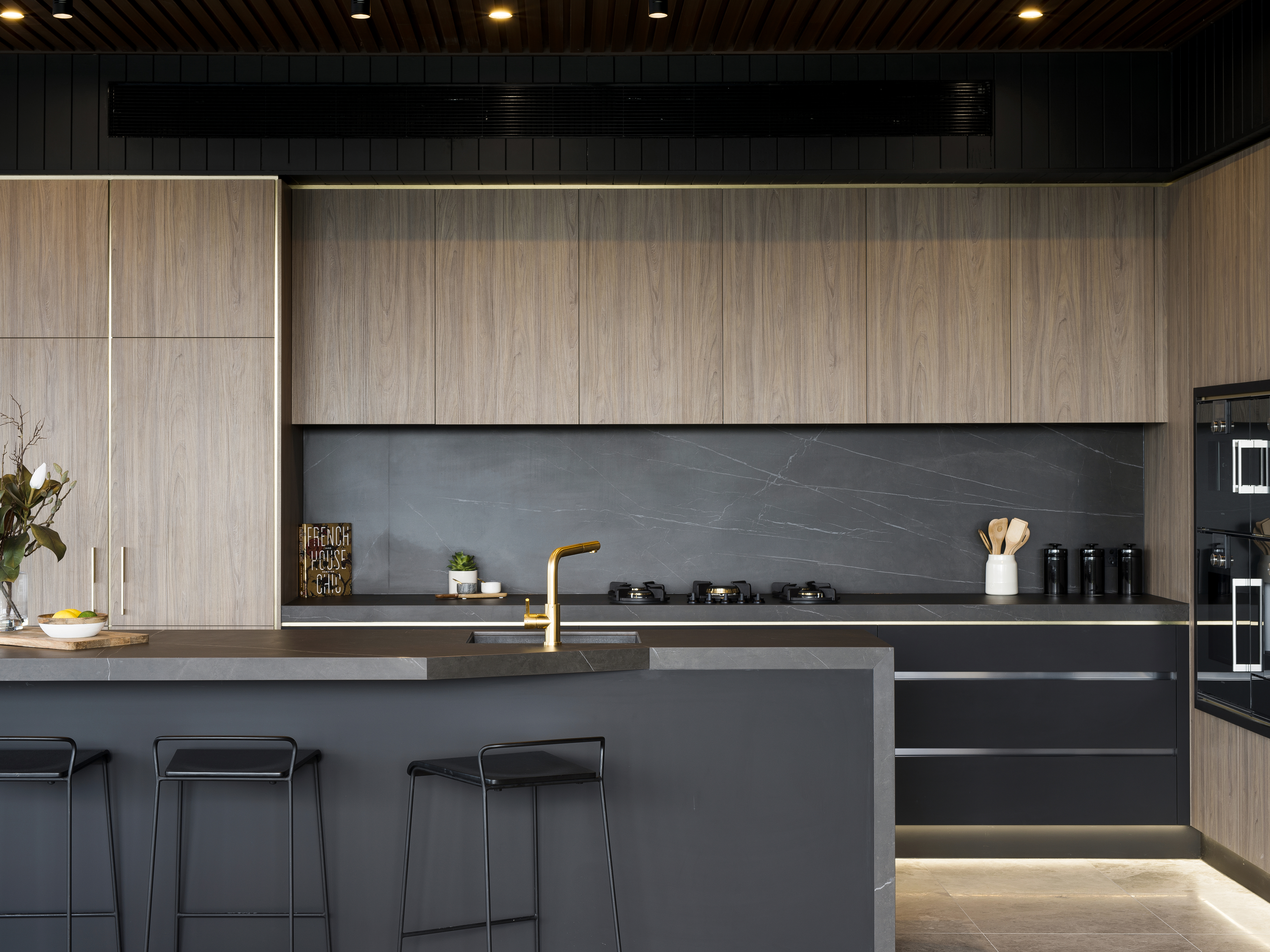 It S Back To Black For Kitchen Design Architecture Design