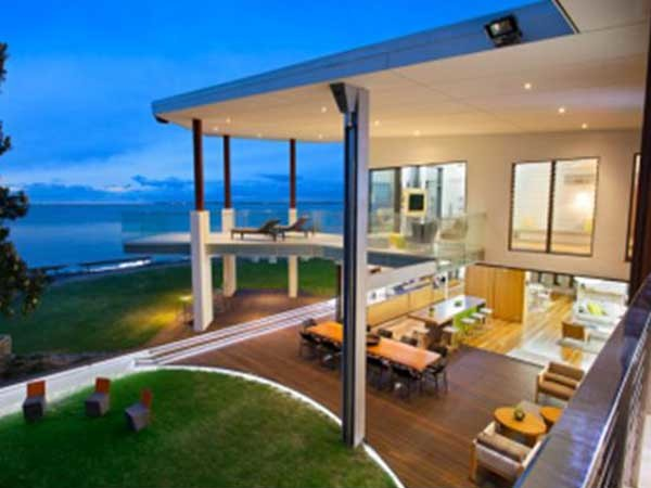 Thermofilm's HEATSTRIP Max radiant heaters were chosen for the home's outdoor dining area
