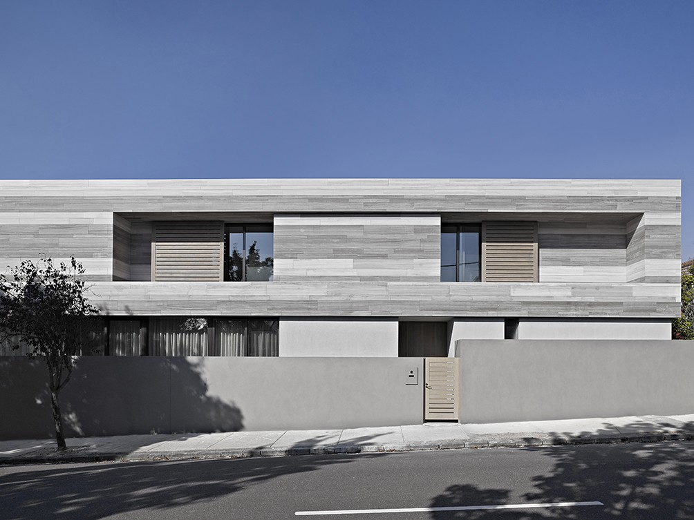 Travertine stone creates banding effect on South Yarra house façade