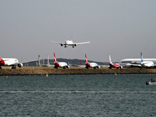 Planes flying into Sydney's existing Kingsford Smith Airport. Image: Australian Aviation