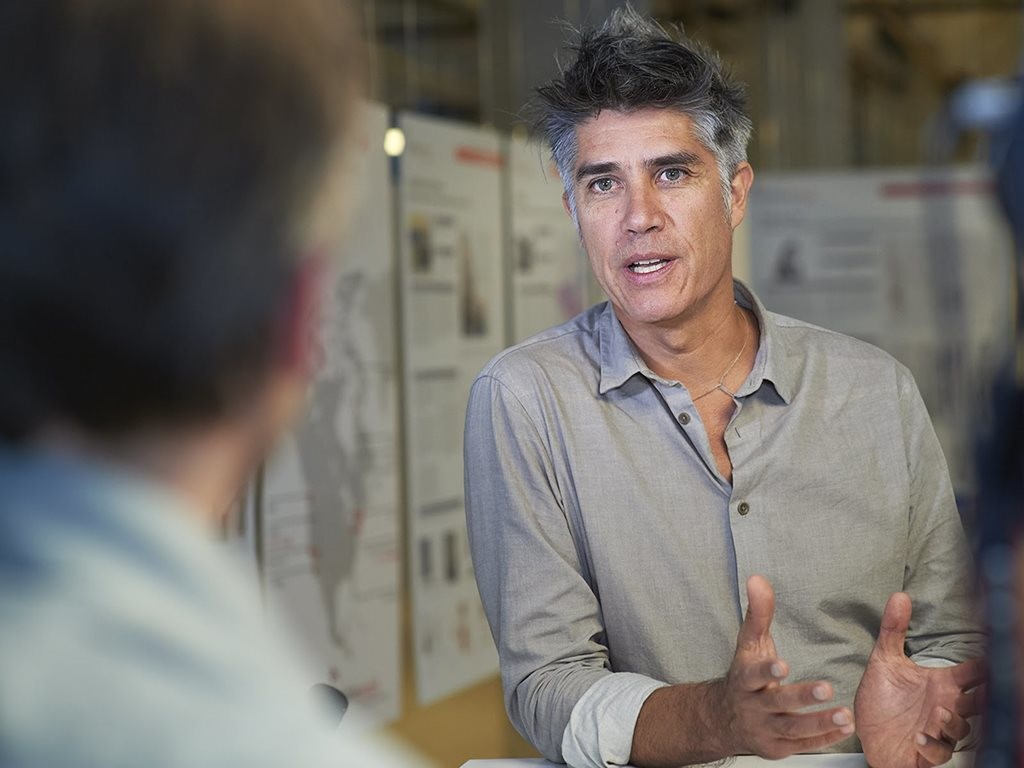 Alejandro Aravena - the winner of the 2016 Pritzker Prize - has been announced as the 2017 recipient of the Gothenburg Prize for Sustainable Development. Image: YouTube