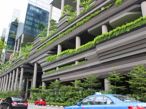 Five examples of vertical gardens including a preview of for Sky design hotel