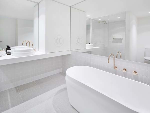 Latis round basin and oval bath (Peter Clarke Photography)