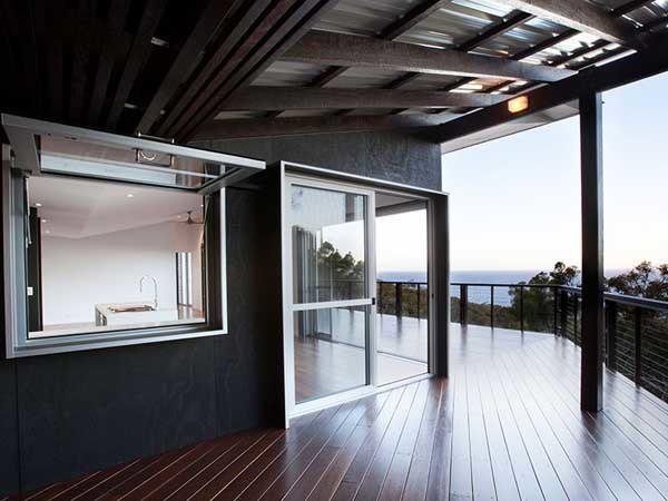 AWS Series 618-3 track sliding doors and screens open on to an expansive deck